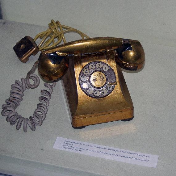Wikipedia.org nuotr./Paauksuotas Fulgencio Batistos telefonas