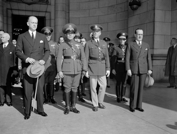 Wikipedia.org nuotr./Fulgencio Batistos (centre) vizitas Vašingtone (1938 m.)