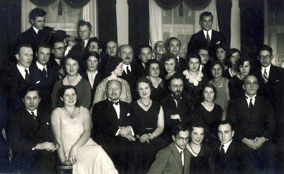 KTU muziejaus archyvo nuotr./Matematikos-fizikos studentų draugijos arbatėlė, 1931 m. lapkričio 28 d. Centre: prof. Zigmas Žemaitis ir prof. Viktoras Biržiška