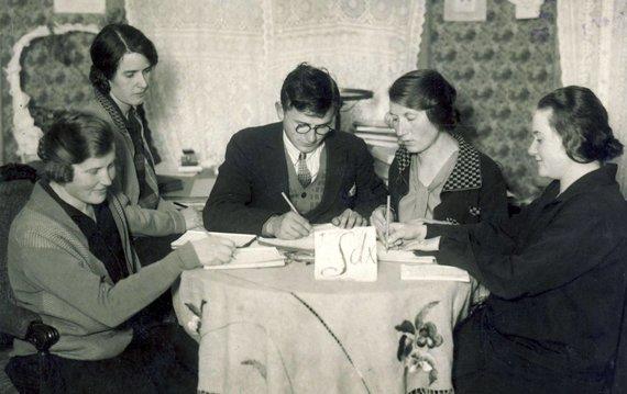 KTU muziejaus archyvo nuotr./Matematikos-gamtos fakulteto 2-ojo kurso studentas Kazimieras Baršauskas studijoms universitete užsidirbo privačiomis matematikos pamokomis, 1927 m.