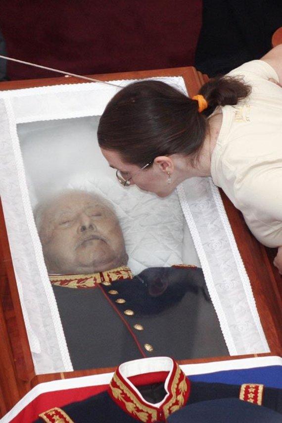 Wikipedia.org nuotr./Augusto Pinochetas karste (2006 m. gruodžio 11 d.)