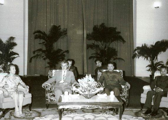 Wikipedia.org nuotr./Pol Potas su Nicolae Ceaușescu vizito į Bukareštą metu (1978 m.)
