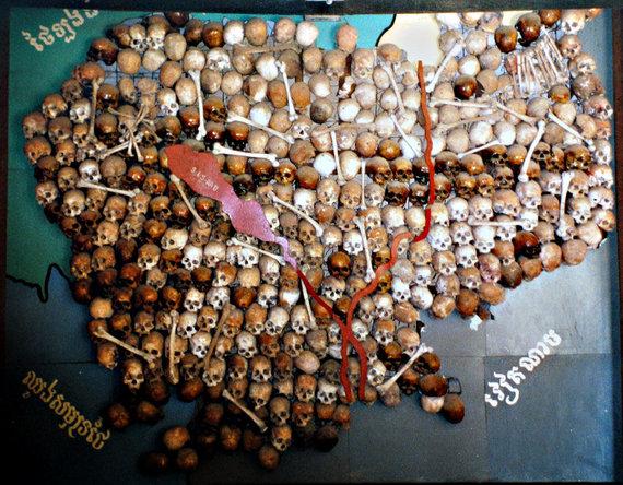 Wikipedia.org nuotr./Kambodžos žemėlapis, sudėliotas iš Raudonųjų khmerų aukų kaukolių