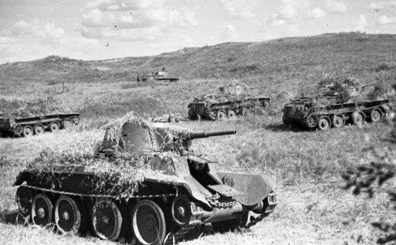 Wikipedia.org nuotr./Sovietų tankai prie Chalchin Golo (1939 m.)