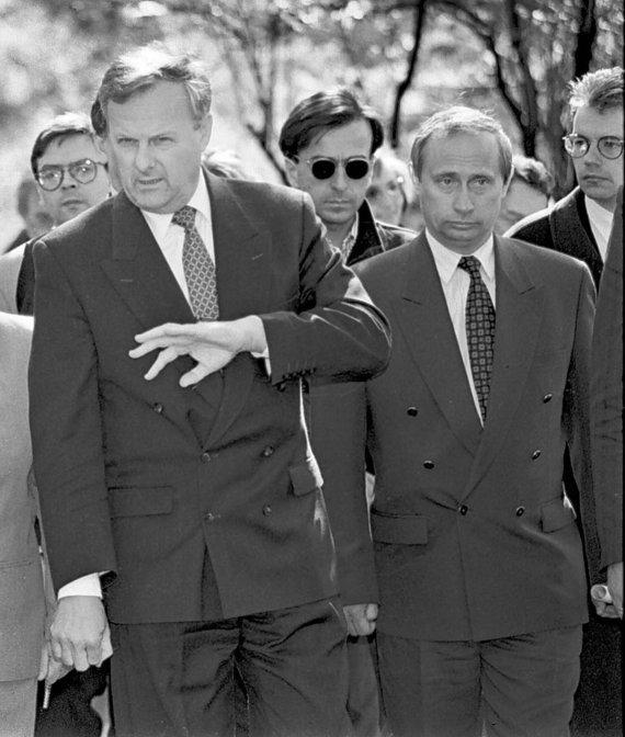 """""""Scanpix""""/AP nuotr./Anatolijus Sobčakas ir Vladimiras Putinas (1994 m.)"""