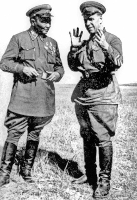 Wikipedia.org nuotr./Chorlogijnas Čoibalsanas ir Georgijus Žukovas prie Chalchin Golo (1939 m.)