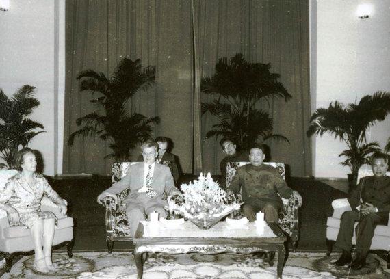 Wikipedia.org nuotr./Pol Potas (antras iš dešinės) ir Rumunijos diktatorius Nicolae Ceaușescu (antras iš kairės) (1978 m.)