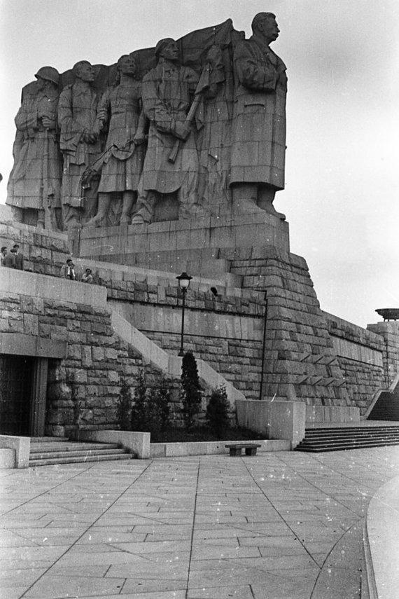 Wikipedia.org nuotr./Josifo Stalino paminklas Prahoje (apie 1960 m.)