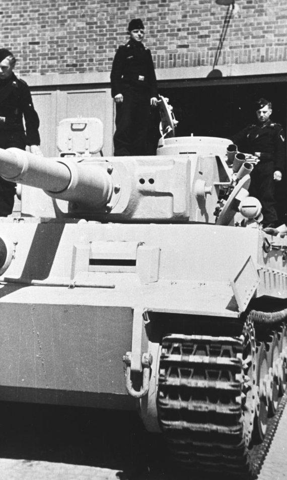 """Bovingtono tankų muziejaus nuotr./""""Tigras"""" Antrojo pasaulinio karo metais"""