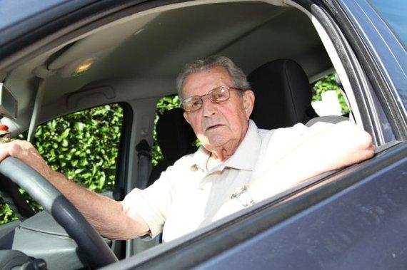 123RF nuotr./Asociatyvinė iliustracija: garbaus amžiaus vairuotojas