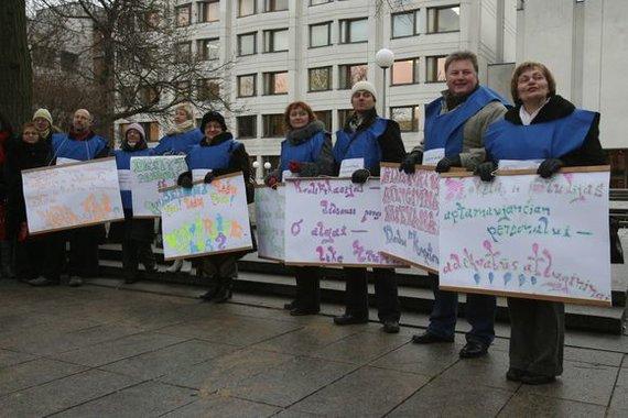 Irmanto Gelūno nuotr./Prie Vyriausybės susirinkę dėstytojai reikalavo didesnių atlyginimų.