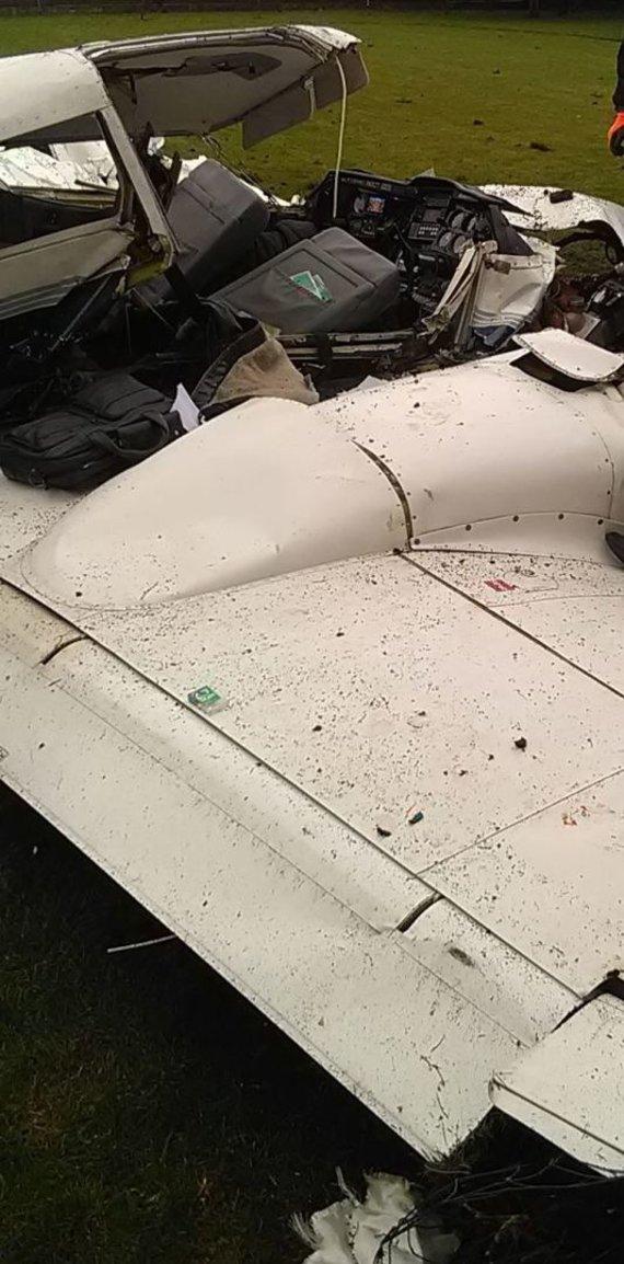 Kauno apskrities vyriausiojo policijos komisariato nuotr./Noreikiškėse nukrito sportinis lėktuvas.