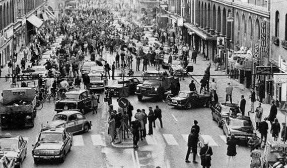 1967 metų rugsėjo 3-ioji Stokholme, kuomet Švedijoje buvo pakeista eismo kryptis. (Jan Collsiöö, Wikimedia)