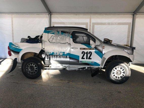 Aido Bubino nuotr./Ginto Petraus automobilis laukia techninės komisijos Africa Eco Race (AER)