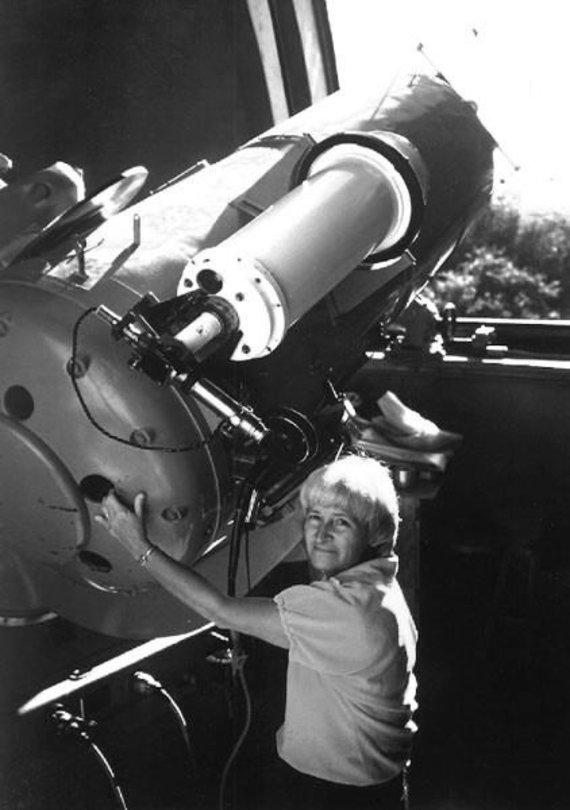 Karolina Šumeiker iki 1993 m. jau buvo radusi daugiau nei tris dešimtis kometų. Wikipedia.com