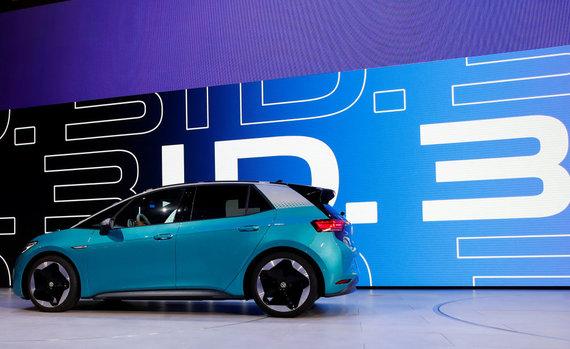 """Reuters""/""Scanpix"" nuotr./Frankfurto automobilių parodoje pristatytas elektrinis ""Volkswagen"" ID.3"