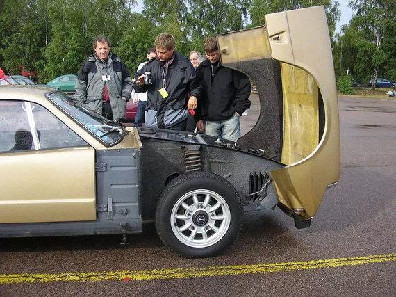 Saab Sonett – švediškas sportinis automobilis su į priekį atidaromu kapotu. (Liftarn, Wikimedia(CC BY-SA 3.0)