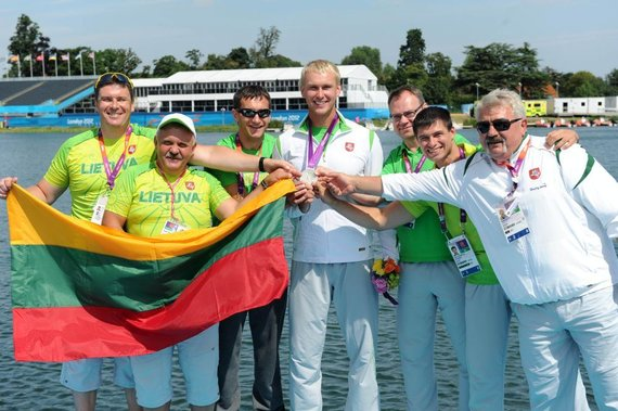 Alfredo Pliadžio nuotr./Jevgenijaus Šuklino iškovotu sidabro medaliu džiaugėsi jo pagalbininkų komanda.