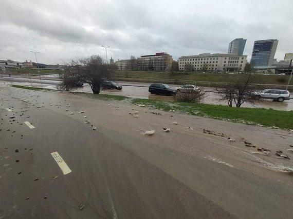 Grindos nuotr./Vilnius, patvinusi Upės gatvė