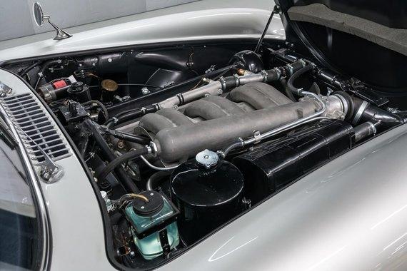 300 SL turėjo 3 litrų 6 cilindrų variklį su mechanine tiesioginio įpurškimo sistema. (Gamintojo nuotrauka)