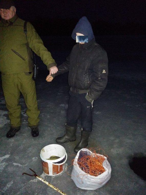 Alytaus regiono aplinkos apsaugos departamento nuotr./Brakonierius Prienų rajone, Jiezno ežere