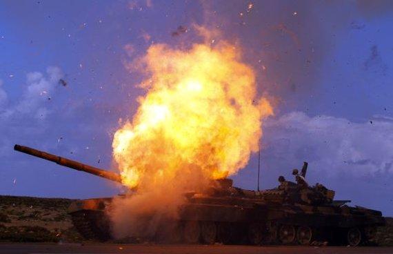 """""""Scanpix"""" nuotr./Vakarų pajėgų aviacijos atakos prieš karinius objektus Libijoje 2011 m."""
