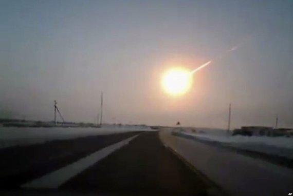 Ryškų bolidą ties Čeliabinsku stebėjo ir užfiksavo šimtai liudininkų. Šaltinis: www.meteorit.ru