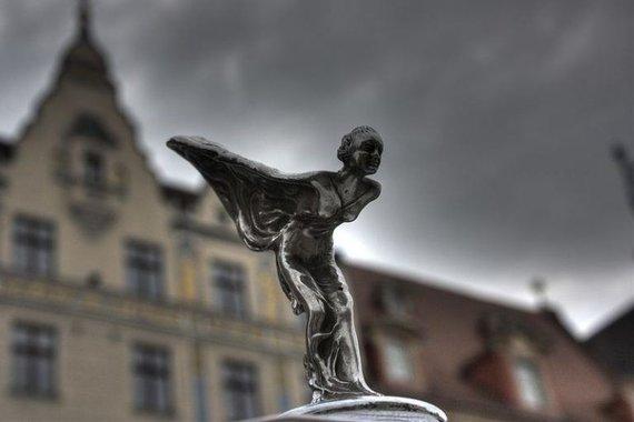 Rolls-Royce turi bene elegantiškiausią visų laikų kapoto ornamentą – Spirit of Ecstasy (Klearchos Kapoutsis, Wikimedia(CC BY 2.0)