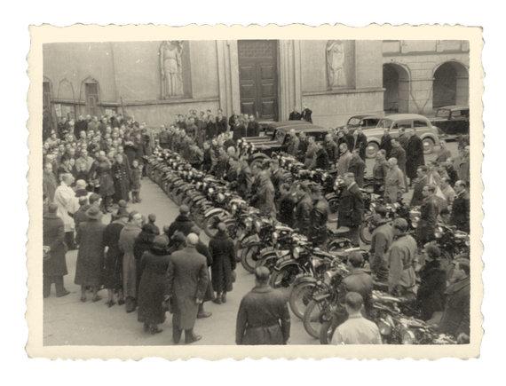 R.Žičkaus archyvo nuotr./ Įdomioji istorija: motociklininkų sezono atidarymas Vilniuje (1939.04.23)