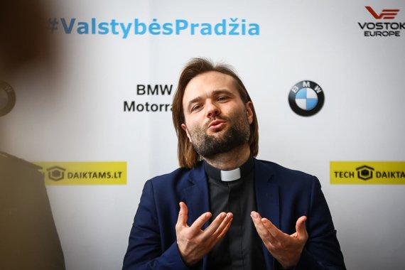 """Egidijaus Babelio nuotr./Vyriausiasis policijos kapelionas Algirdas Toliatas, """"BMW Mototurizmo sprinto"""" spaudos konferencija"""