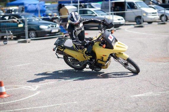 """Coffee Racers nuotr./Pirmąkart """"Moto Fiestoje"""" – vairavimo instruktorių ir elektrinių motociklų varžybos"""
