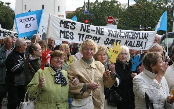 Irmanto Gelūno / 15min nuotr./Lietuvos kurtieji, minėdami Tarptautinę kurčiųjų dieną, penktadienį Vilniuje organizuoja eitynes, kuriomis siekiama atkreipti visuomenės ir valdžios dėmesį į sunkumus, su kuriais susiduria negirdintys žmonės.