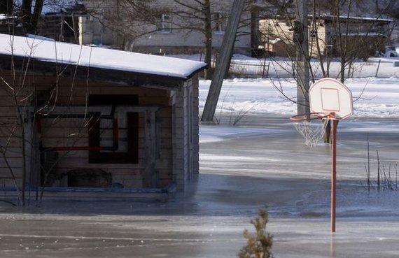 Taip atrodė 2011-ųjų žiemą Grigiškių gyventojų kiemai