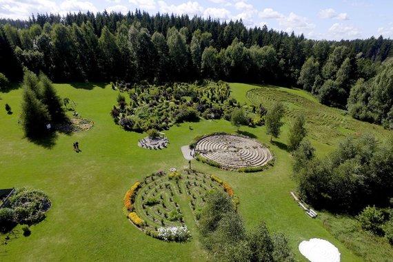 Irmanto Gelūno / 15min nuotr./Energetinių figūrų ir geometrinių labirintų parkas prie Platelių