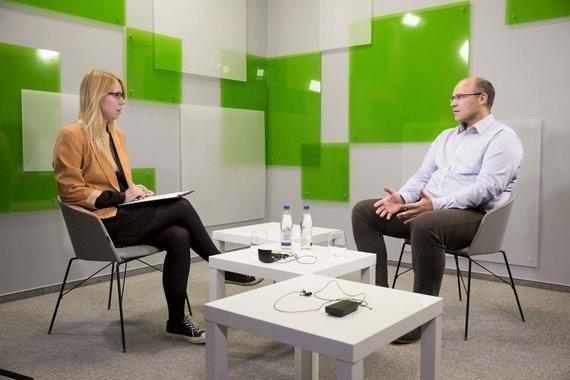 Irmanto Gelūno / 15min nuotr./15min studijoje – pokalbis apie keliautojų teises su advokatu Edmundu Rusinu