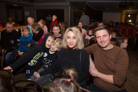 Irmanto Gelūno / 15min nuotr./Eglė Kernagytė-Dambrauskė su šeima