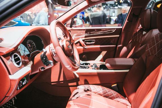 """Irmanto Gelūno / 15min nuotr./""""Bentley"""" pagamino hibridinį """"Bentayga"""", kuriam įkrovos stotelę sukūrė dizaineris"""