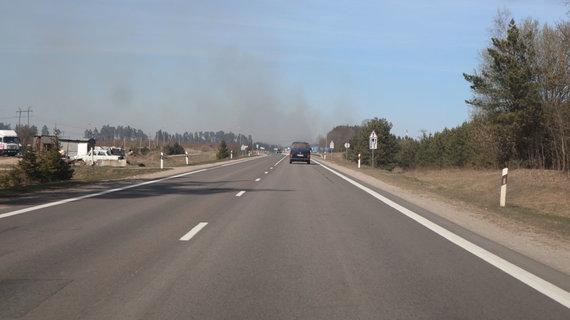 15min skaitytojo Audriaus nuotr./Iš tolo matomi dūmai