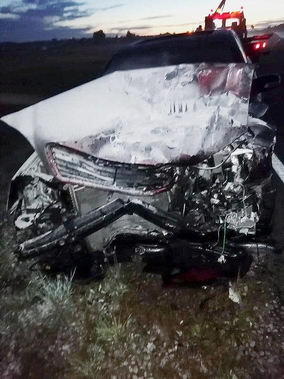"""Laikraščio """"Plungė"""" archyvo nuotr./Įvykio vietoje: """"Mercedes"""", kurio vairuotojas kaltinamas pražudęs dvi kita mašina keliavusias moteris."""