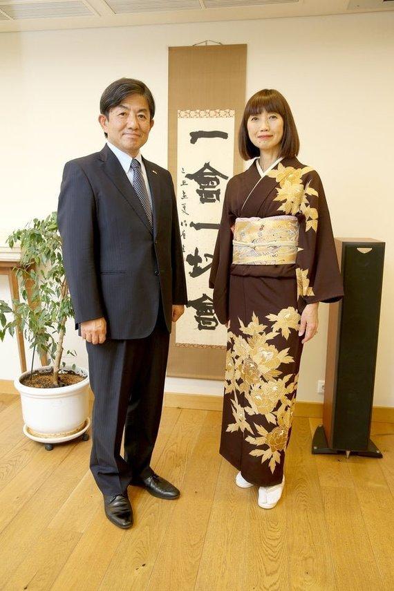"""R.Danisevičiaus nuotrauka iš muziejaus """"Facebook"""" profilio/Japonijos ambasadorius Lietuvoje Shiro Yamasaki su žmona Yuko Yamasaki."""