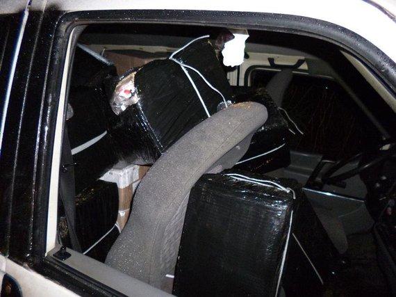 """VSAT nuotr./""""VW Transporter"""" prikimštas cigarečių"""