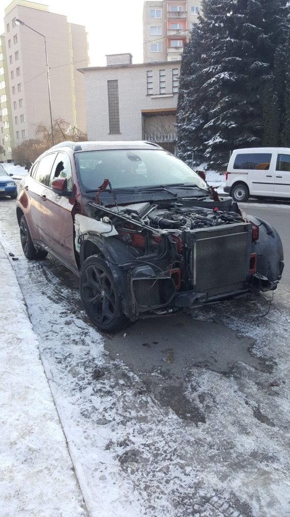 Įvykio liudininko Sigito nuotr./Apšvarintas BMW