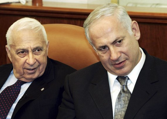"""""""Reuters""""/""""Scanpix"""" nuotr./Arielis Sharonas (kairėje) su Benjaminu Netanyahu"""