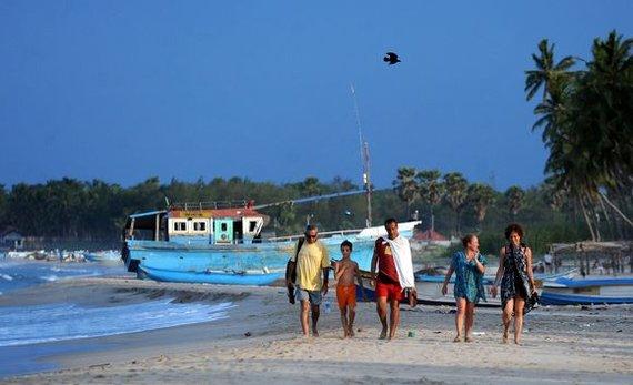 """AFP/""""Scanpix"""" nuotr./Turistai Šri Lankos paplūdimiuose"""
