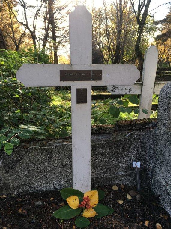Autorės nuotr./T.Bieliackino kapas Reikjaviko Fosvogo kapinėse.