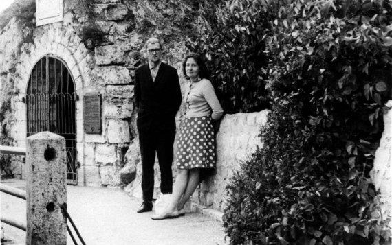 Asmeninio archyvo nuotr./Marcelijus Martinaitis su Gražina Martinaitiene 1966 m. rugsėjo mėn. Piatigorske, prie Michailo Lermontovo grotos.