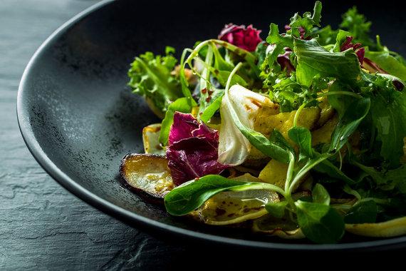 TV3 nuotr./Šiltos ropinių daržovių salotos su omletu