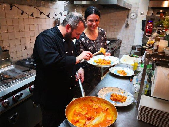 Asmeninio albumo nuotr. /Jurga Jurkevičienė su virtuvės šefu Andrea