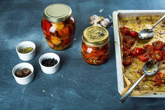 TV3 nuotr./Konservuotos aitriosios paprikos ir kepti bei užkonservuoti pomidoriukai