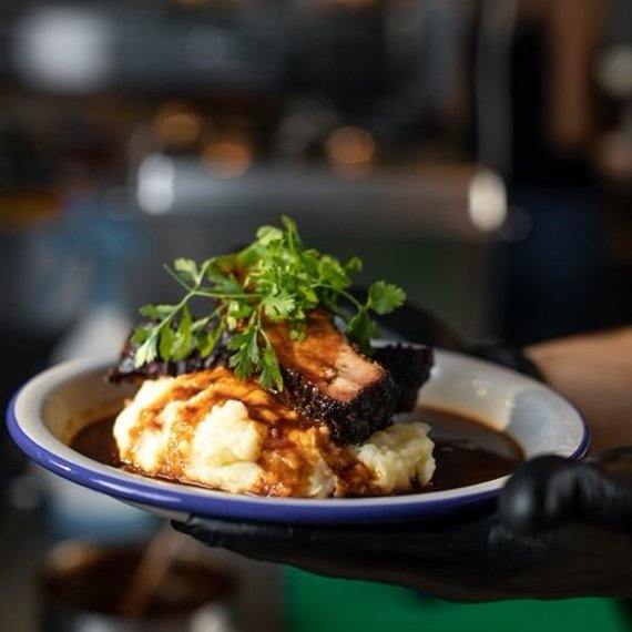 Restorano archyvo nuotr. /Kiaulienos šonkauliai su bulvių koše